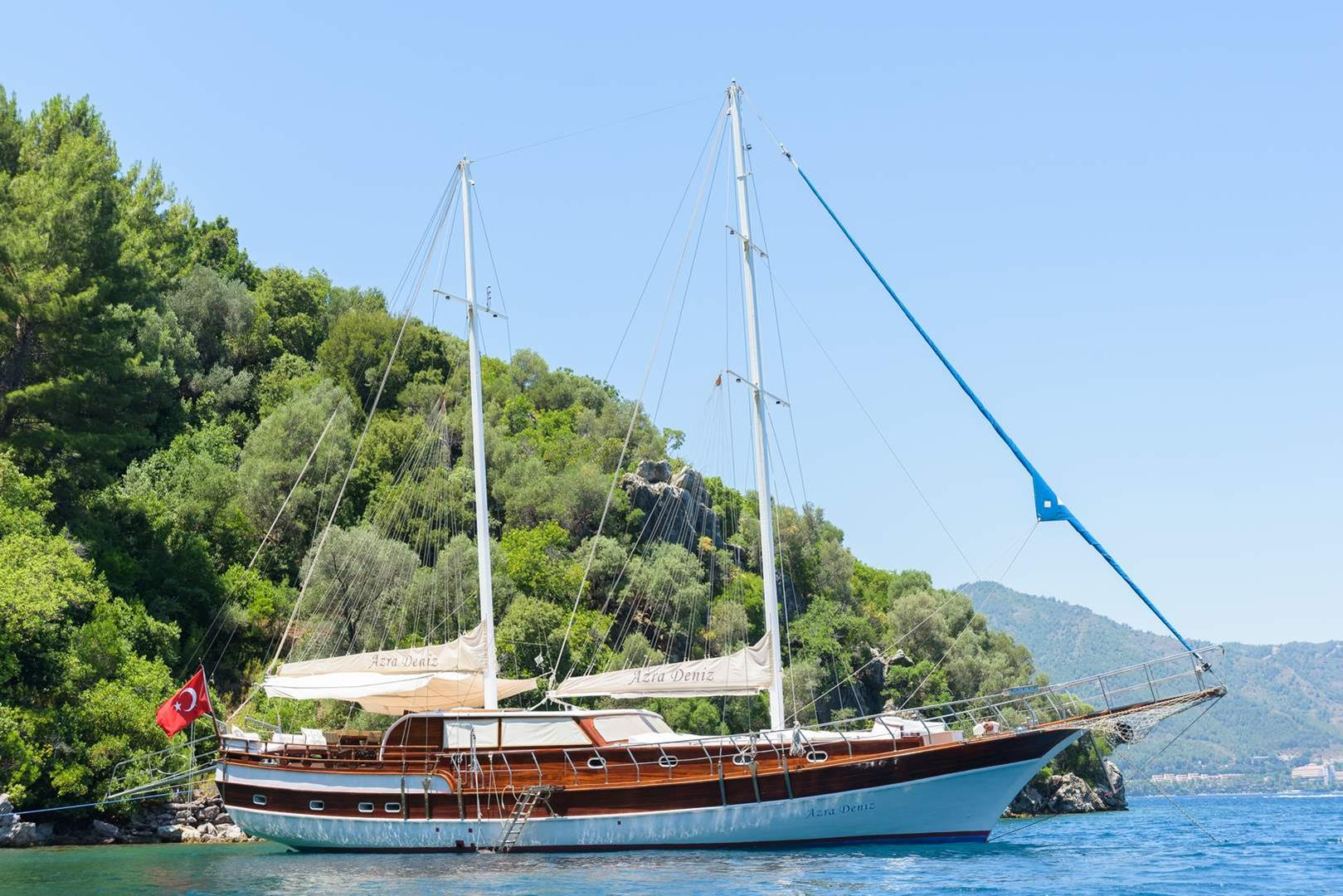 Azra Deniz: 77ft  KETCH RIGGED AYNAKIC GULET - Luxury for twelve guests -  Lying: Turkey